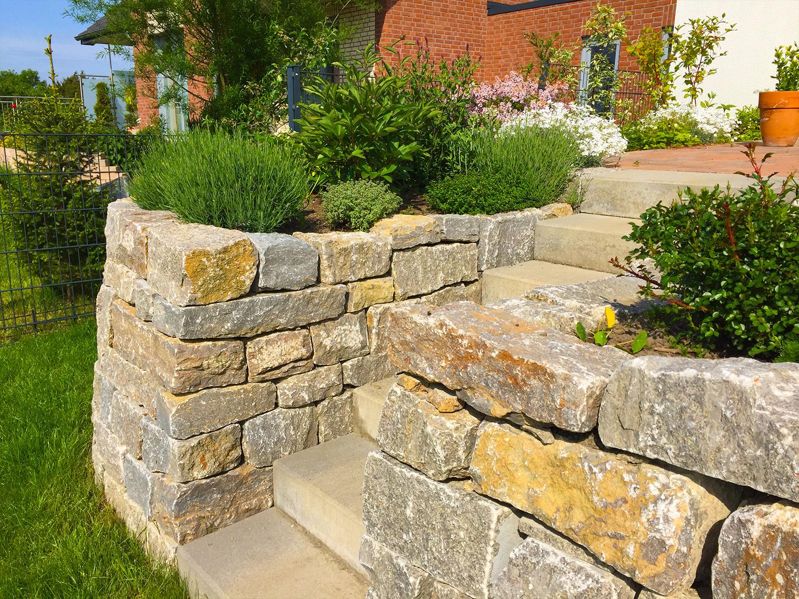 Beispiele b scher gartenbau landschaftsbau solingen for Gartengestaltung beispiele vorgarten